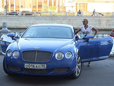 синий бентли жена футболиста м16