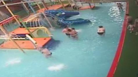 15 летние голые девочки в раздевалке бассейна