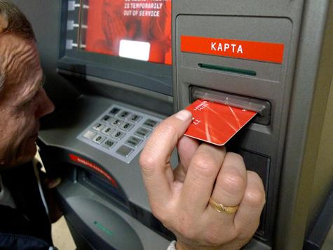 На клавиатуру банкомата крепится накладка, запоминающая пин-код...