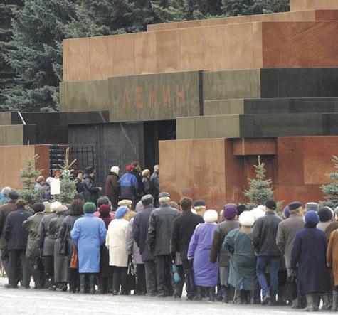 Картинки по запросу современная очередь в мавзолей ленина фото