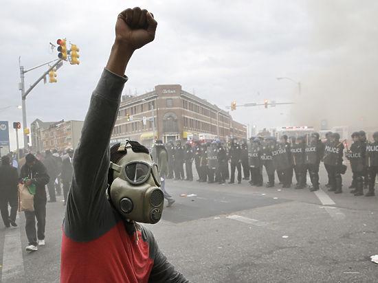 Бунт по-американски: в Балтиморе ввели чрезвычайное положение
