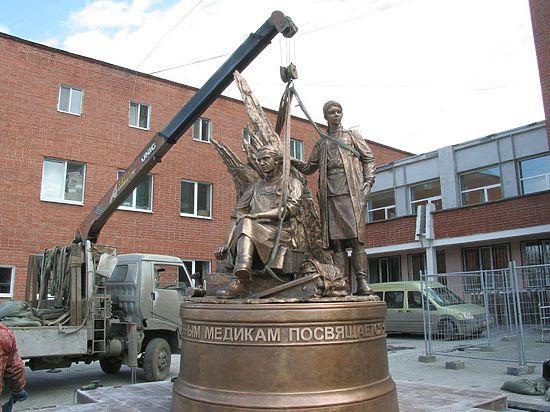 Памятник военным медикам в екатеринбурге цена на памятники волгограда с телефонами