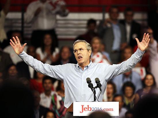 Битва кланов: Джеб Буш стал соперником Хиллари Клинтон по президентской гонке