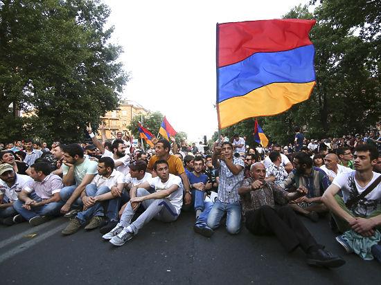 """""""Электрический бунт"""" в Ереване: задержаны сотни человек, пострадали десятки"""