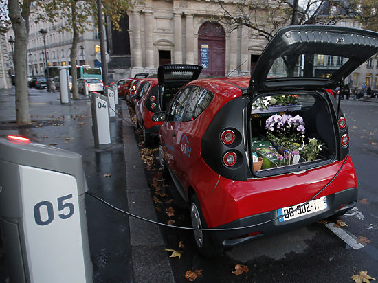 Как в Париже борются за чистый воздух: от солнечных батарей до электромобилей