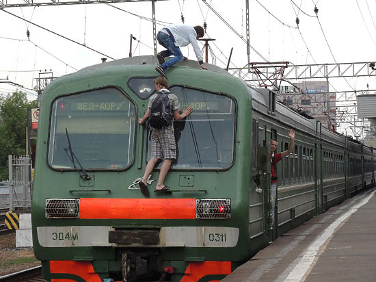 Зацепленные смертью: что заставляет подростков играть в «русскую рулетку» с поездами