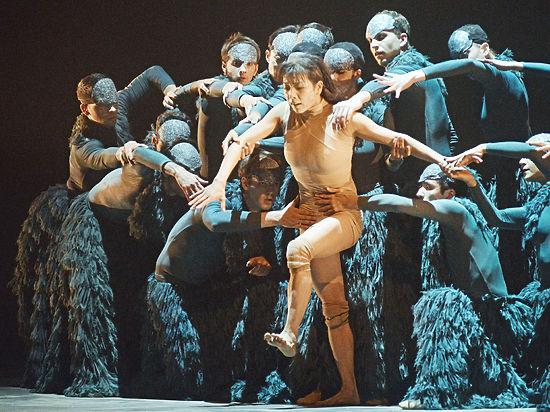 В новом балете Золушка не теряет туфельку и передвигается на четвереньках