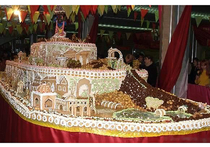 Самый длинный торт России украсят храмом и мостом
