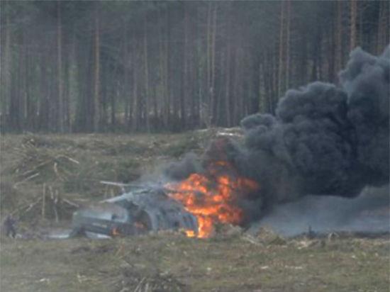 На авиашоу под Рязанью разбился военный вертолет, один пилот погиб