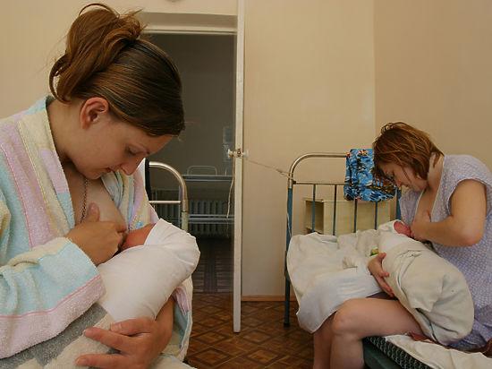 смотреть видео как женщина угостила грудным молоком свою подругу