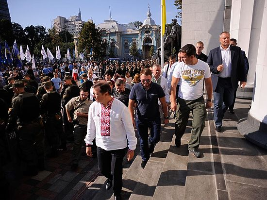 Из-за беспорядков в Киеве и Раде заседание по Конституции отложено