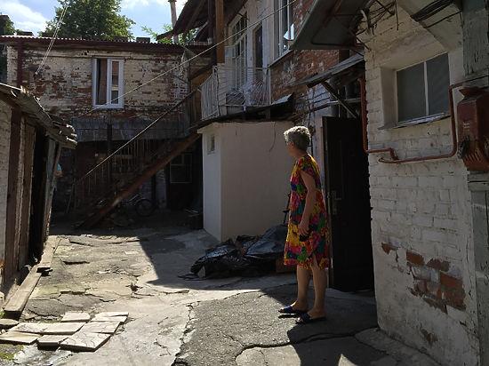 Вахтанговцы борются за свой дом и скорбят по детям Беслана