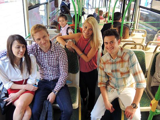 насилуют в общественном транспорте азия