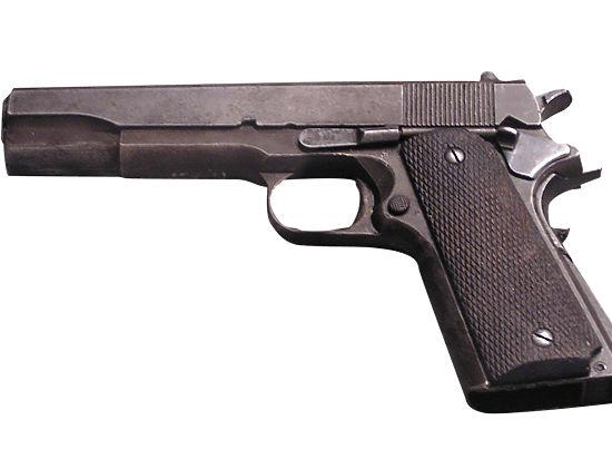 Пьяный гаишник в Москве выстрелил коллеге в нос