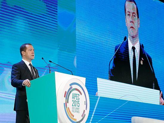 Медведев из Манилы увидел в экономике России стабильность