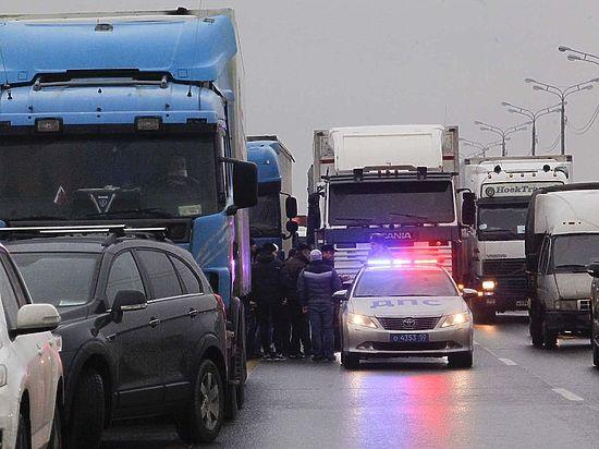 Минтранс откликнулся на протесты дальнобойщиков, временно освободив их от штрафов