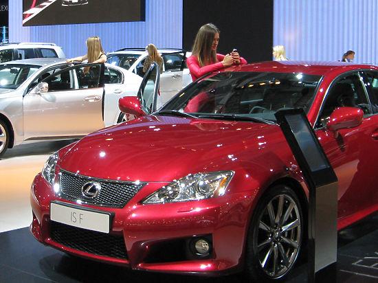 Каждый третий россиянин отложил покупку авто до лучших времен