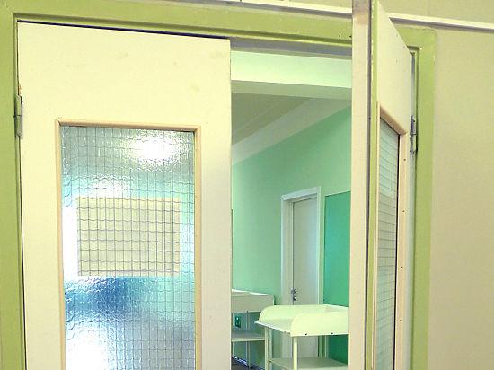 Директор московской школы, обвиняемый в мошенничестве, спрятался в больнице