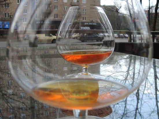 В Оренбуржье скончались электрики, выпившие виски за 200 рублей