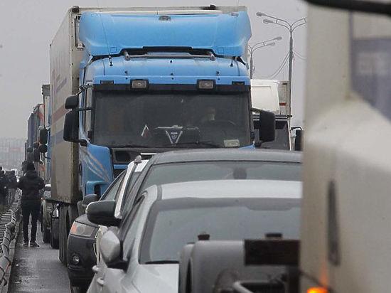 Дальнобойщики объявили, что готовы окружить Москву кольцом из грузовиков