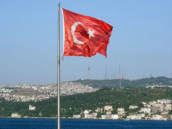 Турция обвинила в терроризме двух генералов и полковника