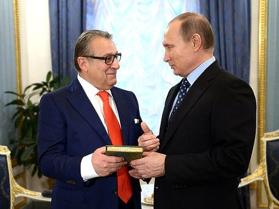 Вручая Путину императорскую корону, Хазанов испугался реакции журналистов