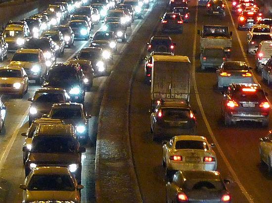 Под Новый год на столичные дороги вернутся адские пробки