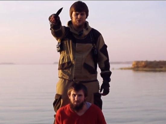 На видеозаписи казни палач-джихадист без маски угрожает России
