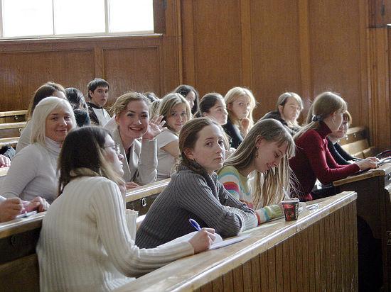 Студентам сохранят повышенные стипендии