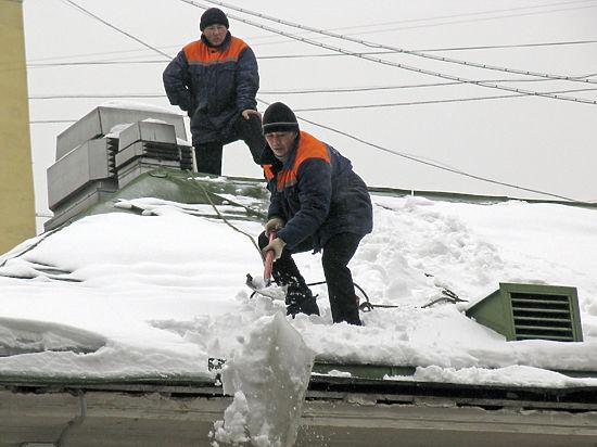 Владельцев нежилых помещений в Москве заставят чистить крышу от снега