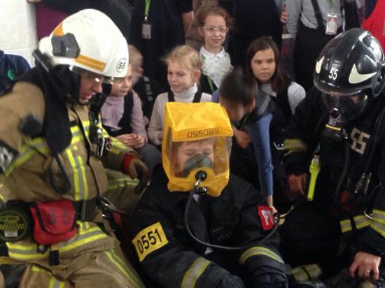Заглянуть в гости к пожарным смогли столичные школьники