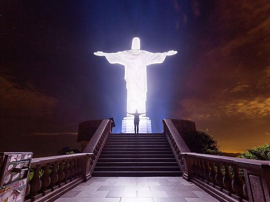 Российские руферы забрались на плечи Христа - впервые за 84 года