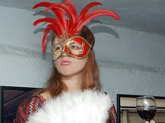 Новый год Огненной обезьяны нужно встречать в красных платьях