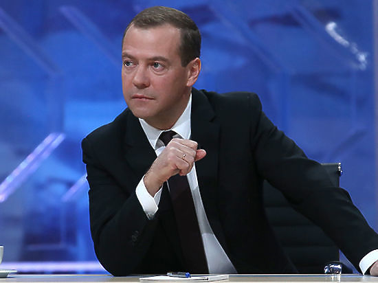 Медведев заявил о необходимости создать закон о кодексе поведения в Сети