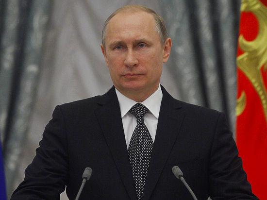Россиянам подарили второй загранпаспорт, но только электронный