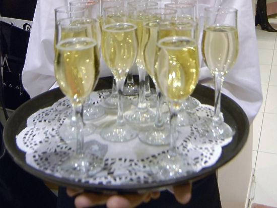 Вторую нитку крымского энергомоста встречали шампанским, но веерные отключения остались