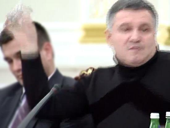 Видео перебранки, где Аваков облил водой Саакашвили, появилось в Сети