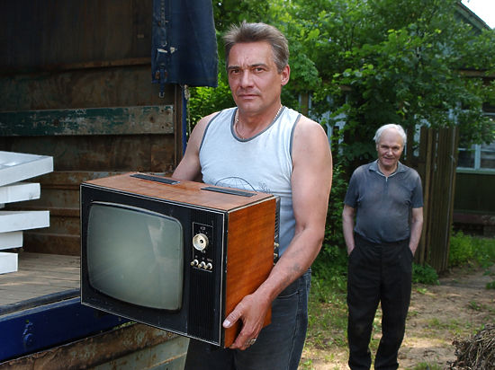 Левада-центр: Россияне перестали верить телевизору