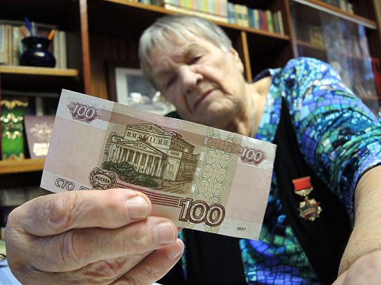 Дмитриеву опровергают: у работающих пенсию не отнимут