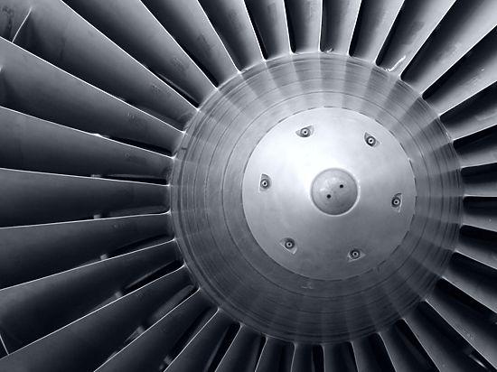 Сотрудника авиакомпании в Индии насмерть засосало в двигатель самолета