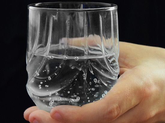 В стакане «чистой» питьевой воды содержится 10 миллионов бактерий