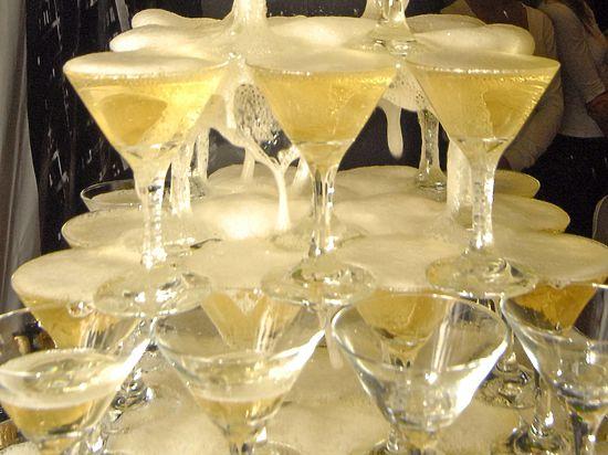 На Новый год алкоголь может пропасть из баров и ресторанов