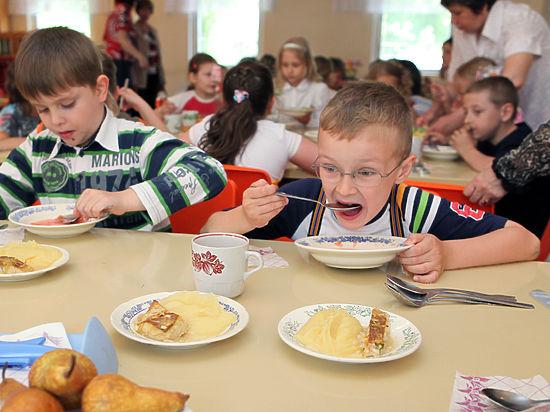 Московским школьникам разрешили выбирать еду по вкусу