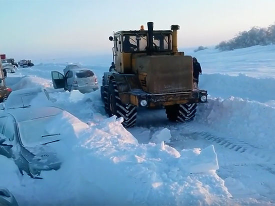 Застрявший в снежном плену водитель записал обращение к Путину