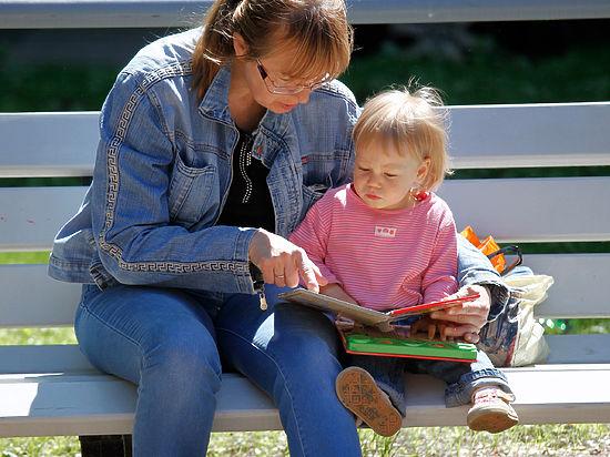 Ученые объяснили с какого возраста учить детей чтению