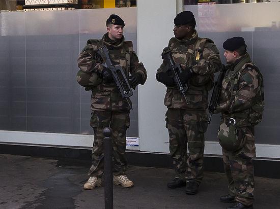 В Париже смертник с криком