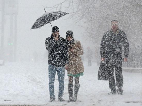 Мощный снегопад и транспортный коллапс осложнят первую рабочую неделю