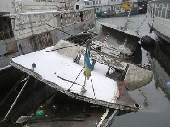 Декоммунизация по-одесски: ушел на дно катер Леонида Брежнева