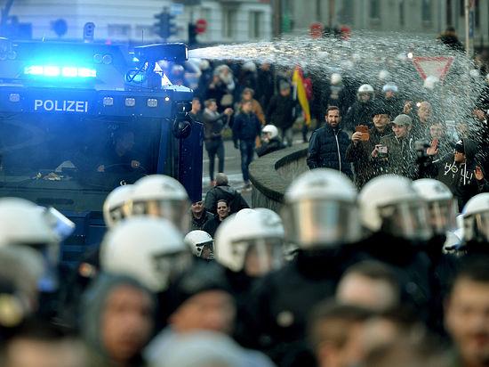 В Кельне начались массовые нападения на мигрантов