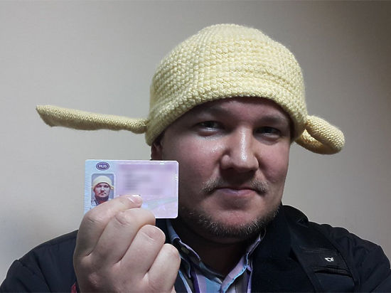 Москвич-пастафарианин сфотографировался на водительское удостоверение с дуршлагом на голове